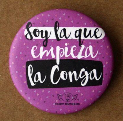 "Chapa ""Soy la que empieza la conga"""